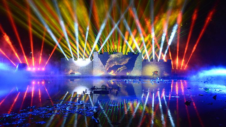 明和集团倾力打造大型3D实景水雾秀《隆里传奇》