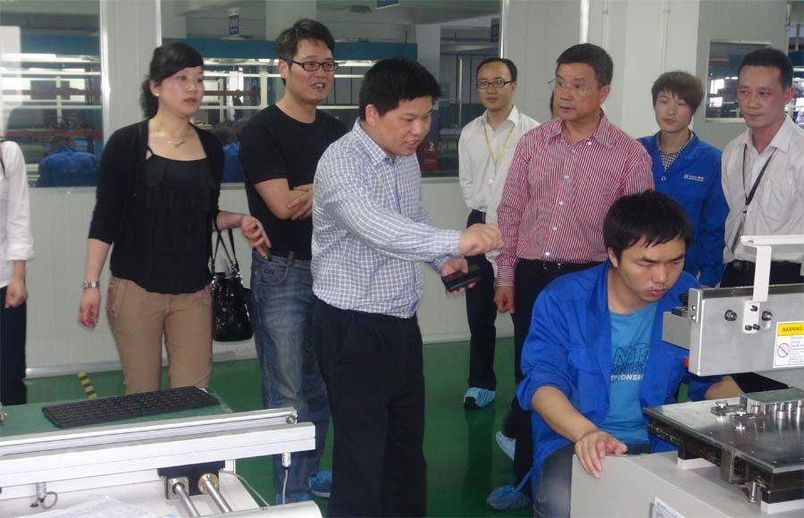 音王集团董事长王祥贵一行莅临明和光电参观考察