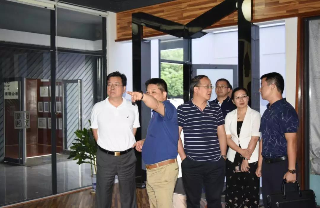 湖南省政协副主席、省工商联主席张健莅临明和产业园参观指导