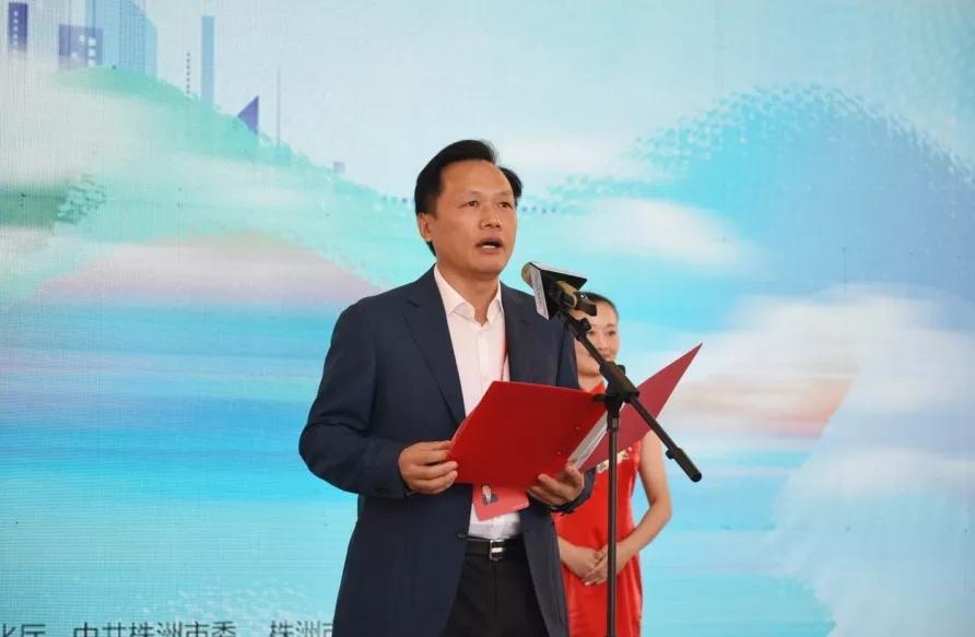 湖南省文化厅党组书记、 厅长禹新荣致辞