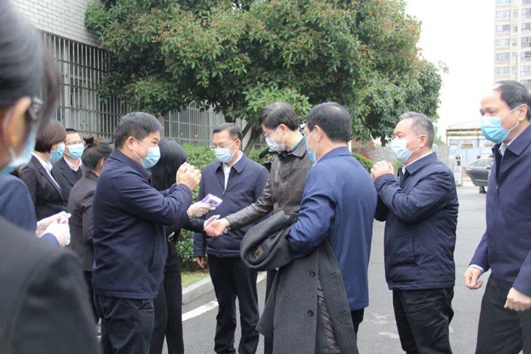 长沙市人大常委会党组书记、主任谢卫东率队莅临明和集团调研指导